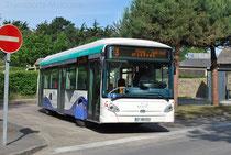HeuliezBus GX327BHNS au terminus des Ilôts, à Rothéneuf, un des quartiers de la ville de Saint-Malo.