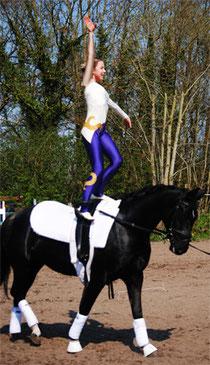 Lara Käsemann siegte auf Rising Loona im Nachwuchs-Einzel.