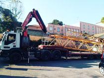 Bilico ribassato con gru per trasporto carico e scarico gru edile Emilia Romagna e Marche
