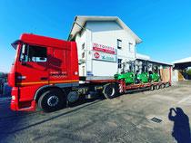 Bilico con semirimorchio per trasporto carrelli elevatori e macchine movimento terra MMT