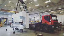 Rimini gru noleggio camion gru per scarico e posizionamento macchinario a Cesena