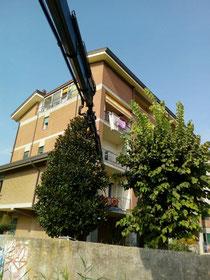 Rimini gru Camion gru Cattolica rimozione macerie condominio