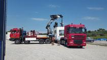 Rimini gru noleggio 2 camion gru e bilico per sollevamento e trasporto a Verucchio
