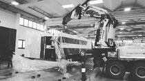 Rimini gru camion gru per scarico e posizionamento macchinario Santarcangelo di Romagna