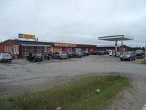 Tankstelle mit Supermarkt in Finnland