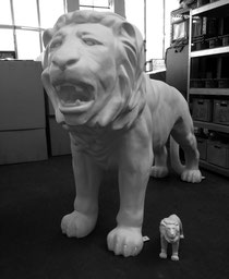 Großer Löwe mit Befestigungswinkel
