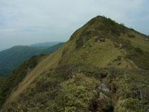 三嶺山頂から剣山へ続く尾根
