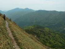 山頂近く、この後、この角度でガレ場になった時は怖かった!