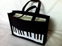 ピアノ鍵盤柄バッグ画像・クラングファルベ音楽教室