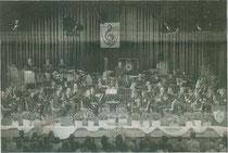 Das Orchester des Städtischen Musikvereins Erkelenz auf der Bühne. Am 14. Mai laden die Musiker zu einer musikalischen Weltreise ein. Foto: Musikverein