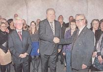 Unterstützt von den Comelius-Burgh-Chormitgliedern dankte Heimatvereinsvorsitzender Günther Merkens (r.) dem langjährigen Chorleiter Norbert Brendt; links Brendts Nachfolger Reinhold Richter.