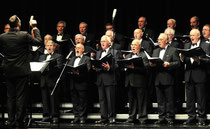 Der Polizeichor Mönchengladbach(Foto), das Trommler- und Pfeiferkorps aus Houverath und Trompeter Bruce Kapusta gestalten das Konzert. (Foto SMB)