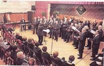 """Der Männergesangverein """"Liedertafel"""" schöpfte im Saal Boss in Holzweiler sein Klangvolumen voll aus. RP-FOTO: UWE HELDENS"""