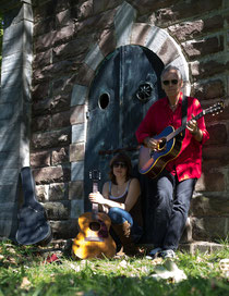 JD Foster und Anna Coogan gastieren mit Roots und Alternative Country-Musik in der Leonhardskapelle in Erkelenz.