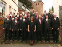 Die Mitglieder des Städtischen Männergesangvereins mit ihrer Chorleiterin Gabriele Köhler freuen sich   auf das Fest am nächsten Wochenende. Foto: KN