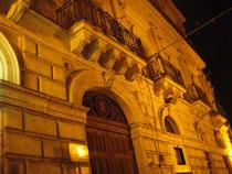 Palazzo Cirino. Foto notturna.