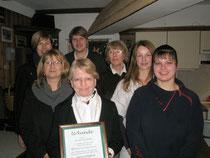 Zu sehen der neue Vorstand,sowie Ehrenmitglied Freifrau von Pltho