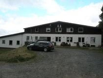 Der Eichenhof mit Parkplatz.