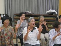 楽しく歌いながら手指体操