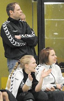 Hohe Ziele: Trainer Mathias Kistner (hinten) will mit seinen TuS-Damen nach oben. Michelmann