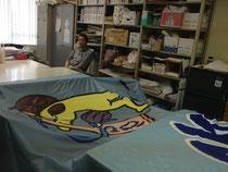 颯流の旗を描いてくれた佐藤さんです!