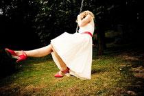 Seiden Brautkleid Brautmoden mit rotem Gürtel