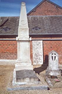 Tombe d'Antoine Marminia dans le cimetière de Maignelay