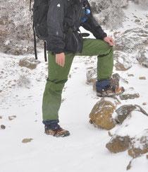 アイゼンとこの冬揃えたモンベルのアルパインジャケット☆値段の割りに効果は絶大でした。