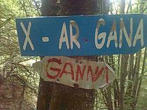dieser Wegweiser führt nach Gana, aber hier in der Schweiz!