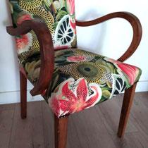 Illustration de fauteuil Bridge réalisé dans le tissu exotique jungle. Crédit photo et réalisation cmttl