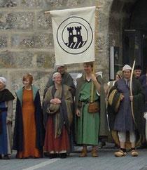 (v.l.n.r) Caroline, Sandra, Christoph, Peter und Stefan vor dem Ennser Turm. Gerald hält derweilen brav Lagerwache