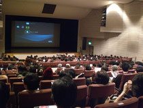 「犬と猫と人間と」の映画上映実行委員会にも参加しました。350名集まりました。
