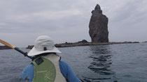 神威岬の下を漕ぐ