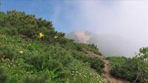 雲が去って斜里岳頂上が
