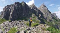 明神岳Ⅲ峰へ