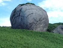 巨岩、名は知らない