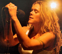 Beth Hart in action