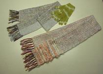 工房風花、板野さんのマフラーです。下が板野さん作、上は板野さんが指導している手織りの生徒さんの作品。昨年染めた手袋と色が合うでしょ?