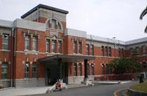 九州大学は本年が100周年、伝統溢れる建造物にみとれました