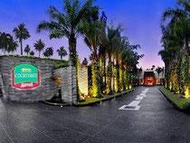 コートヤード バイ マリオット プーケット アット スリン ビーチ (Courtyard by Marriott Phuket at Surin Beach)