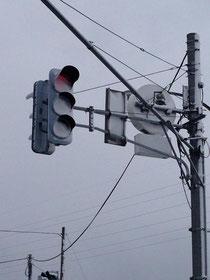 着雪してみえないLED信号機