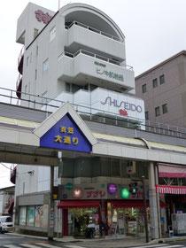COSMETICSすずや本社ビルの写真