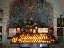 Der Altar der Lourdes Kapelle