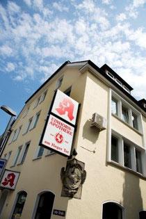 Das Haus der Einhorn-Apotheke mit dem historischen Außen-Einhorn
