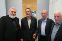 Hofrat Willibald Rosner (li.) mit den Langenloiser Archivaren Ing. Erwin Hörmann,  Richard Loimer und Mag. Johann Ennser. Foto: WaPA