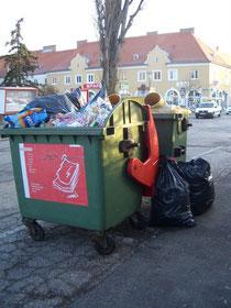 Mülltrennung wird völlig ignoriert. Foto: Stadt Krems