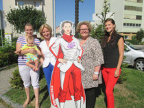 Foto v.l.n.r.: Jasmina Brdaninovic mit Sohn Emin, StRin Eva Hollerer, Andrea Bergmaier, Tanja Reiter. zVg.