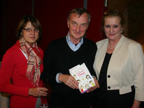 Die Autorin Katharina Grabner-Hayden mit dem Kremser Buchhändler der Fa. Schmidl. Foto: WaPA