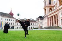 Am 9. Juni fordern die Mönche des Stiftes Göttweig die Väter zu einem Fußball-Match! Foto: Fotocredit: Stift Göttweig/Eveline Gruber