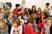 Jeden Mittwoch im Advent und am Heiligen Abend lesen prominente Lesebotschafter Weihnachtsgeschichten für Kinder. Foto:zVg